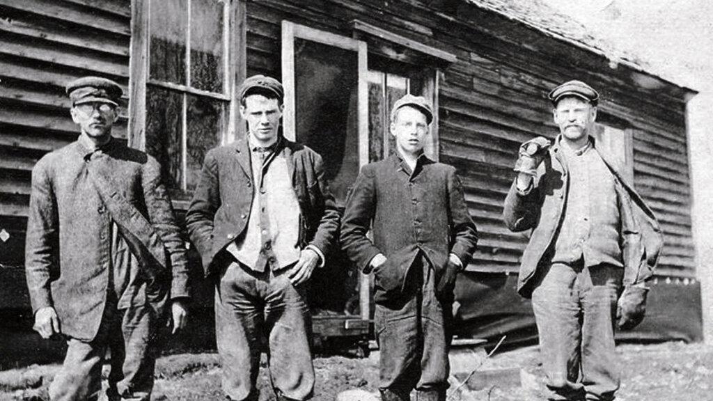 The Newton Boys Were the Baddest Bank Robbers You've Never Heard Of