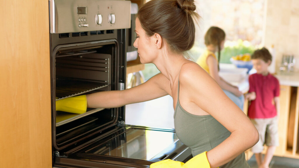 Daily Digest: How to Clean an Oven