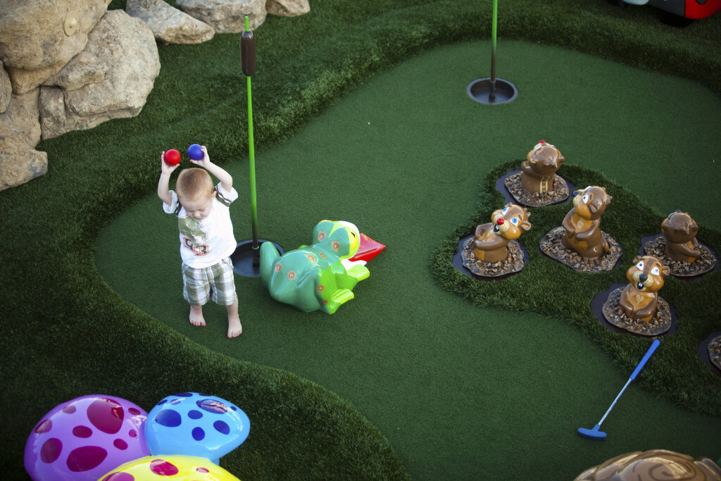 How to Build a Backyard Mini Golf Course | HowStuffWorks
