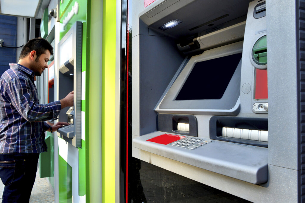 ATM Hacking and Data Theft | HowStuffWorks