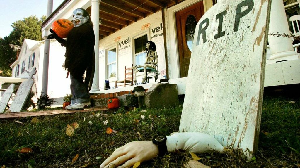 Yes, Real Human Corpses Have Been Mistaken for Halloween Decor