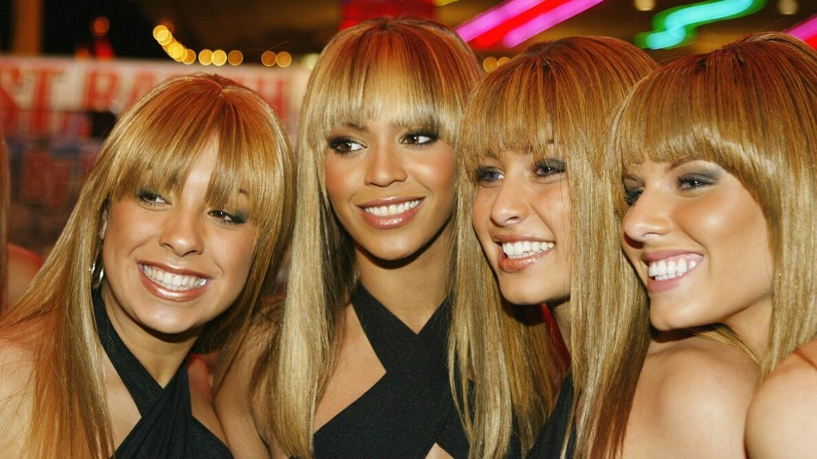 Beyonce and her doppelgangers pose for a photo. Carlo Allegri/Getty Images