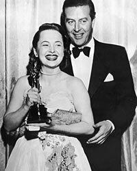 Olivia de Havilland wears Ann Lowe to the 1947 ceremony.