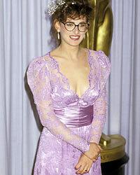 Marlee Matlin wears lavender to the Oscars.