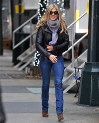 Jennifer Aniston's style is effortlessly cool and comfortable -- and is totally doable by the rest of us.