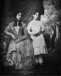 This mother and daughter got decked out in crinoline and ringlets for their 1846 daguerreotype.