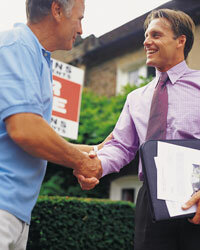 Find a real estate agent to help. Having an expert involved will make the short sale process go more smoothly.