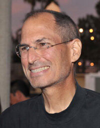 """苹果公司首席执行官史蒂夫·乔布斯被认为是苹果公司背后的推动力量。""""border="""