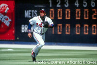 Former Atlanta Braves outfielder Gary Sheffield gets ready to catch a fly ball.