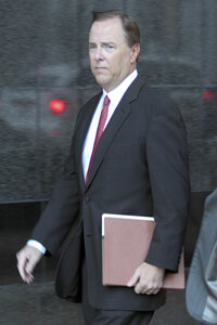 Former Enron CEO Jeffrey Skilling arrives at court in 2006.
