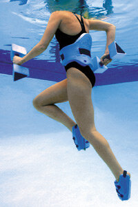 The AquaJogger® buoyancy belt comfortably suspends you at shoulder level in deep water allowing you to move freely during deep water therapy or training.