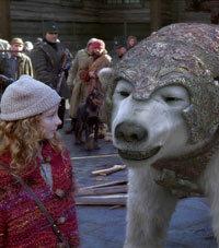 Dakota Blue Richards (Lyra) isn't really acting with a polar bear here.