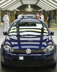 The Volkswagen Golf Twin Drive will use a diesel engine instead of a gasoline engine along with an electric battery.