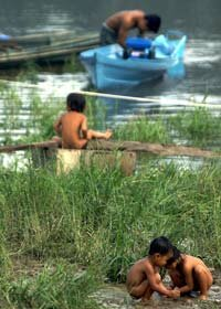 Some 30 ethnic groups live in Borneo, making the population of this island one of the most variegated of human social groups.