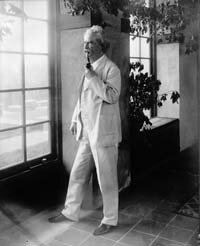 Circa 1900: American writer and humorist Samuel Langhorne Clemens (1835 - 1910), who wrote under the pseudonym Mark Twain­.