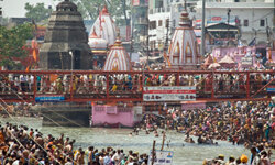 The Ganges River supported population densities large enough for cholera to spread rapidly. The river also carried bacteria downstream to infect many others.