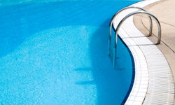 Want a sparkling blue swimming pool? Then you need these maintenance tips.
