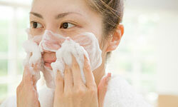 Your facial tissue is pretty fragile, so treat sensitive skin delicately.
