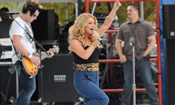 Do you have the figure, or courage, for high-waisted pants, like Jessica Simpson does?