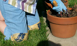 Playing in the dirt? Tie some plastic bags on to keep your knees clean and dry.