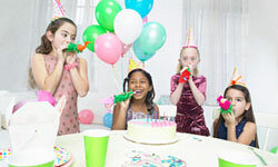 If your daughter is a creative talent, she'll enjoy an arts and crafts party!