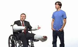 """演员约翰·霍奇曼和贾斯汀·朗在苹果公司的""""来一杯麦金塔""""节目中出演了几则电视广告。广告活动。""""border="""