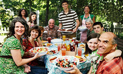 Eating together can help strengthen the family unit in a number of ways.