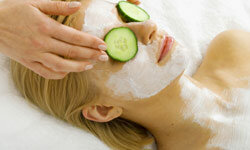 Do cucumbers really help with puffy eyes?