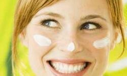 Using a moisturizer can temporarily improve the appearance of wrinkles.