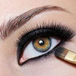 Creating a smoky eye isn't all that difficult, even though there's a lot of shadow involved.