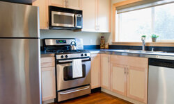 If the refrigerator, stove and sink are close together, cooking and cleaning will be much easier.
