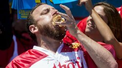 One Man, 10 Minutes, 70 Hot Dogs — One New World Record