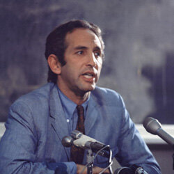 """Daniel Ellsberg, the man who leaked the infamous """"Pentagon Papers,"""" addresses the press."""