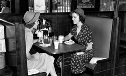 The shabby elegant style originated from fashions in the 1940s, like the ones shown here.