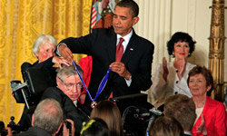 President Obama gives Hawking the Presidential Medal of Freedom in 2009