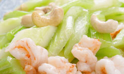 Keep it simple during the summer with cashew shrimp.