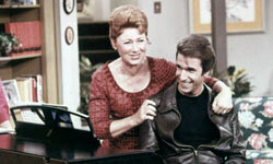 """Actors Henry Winkler, as Arthur """"Fonzie"""" Fonzarelli, and Marion Ross as Marion Cunningham, in a scene from """"Happy Days,"""" circa 1975."""
