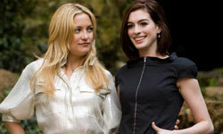 """Kate Hudson and Anne Hathaway pose during a """"Bride Wars"""" photo call in Rome."""