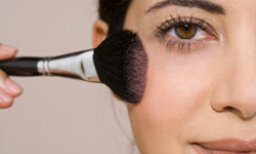 5 Makeup Application Tools You Need