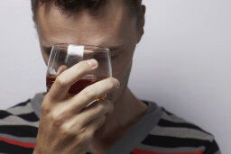 Can alcohol cause anxiety?