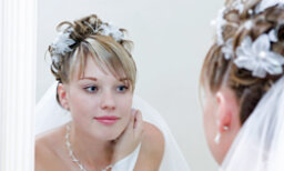 10 Ways to Wear Flowers in Your Bridal Hairstyle