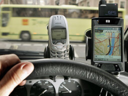 Do car GPS devices cause accidents?