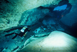 How Cave Diving Works