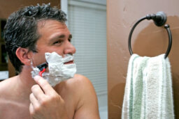 How to Choose Shaving Cream for Sensitive Skin