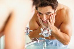 What are the best skin cleansers for men with oily skin?