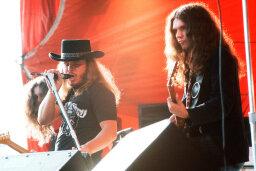 10 Concert Etiquette Rules That 'Freebird' Guy Isn't Following