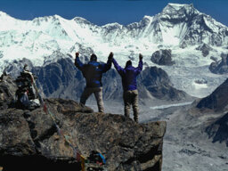 Are there dead bodies on Mount Everest?