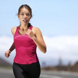 Do certain fabrics make body odor worse?