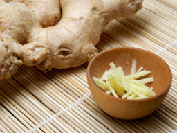 How does ginger fight cancer?