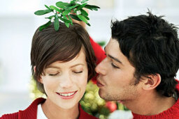Holiday Dating Drawbacks (and How to Manage Them)